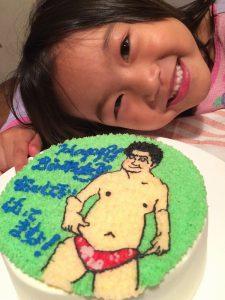 ケーキと子供の笑顔